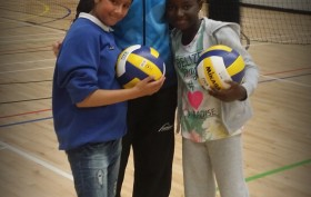 Primary school players with GB Olympic Volleyball Captain, Lynne Beattie